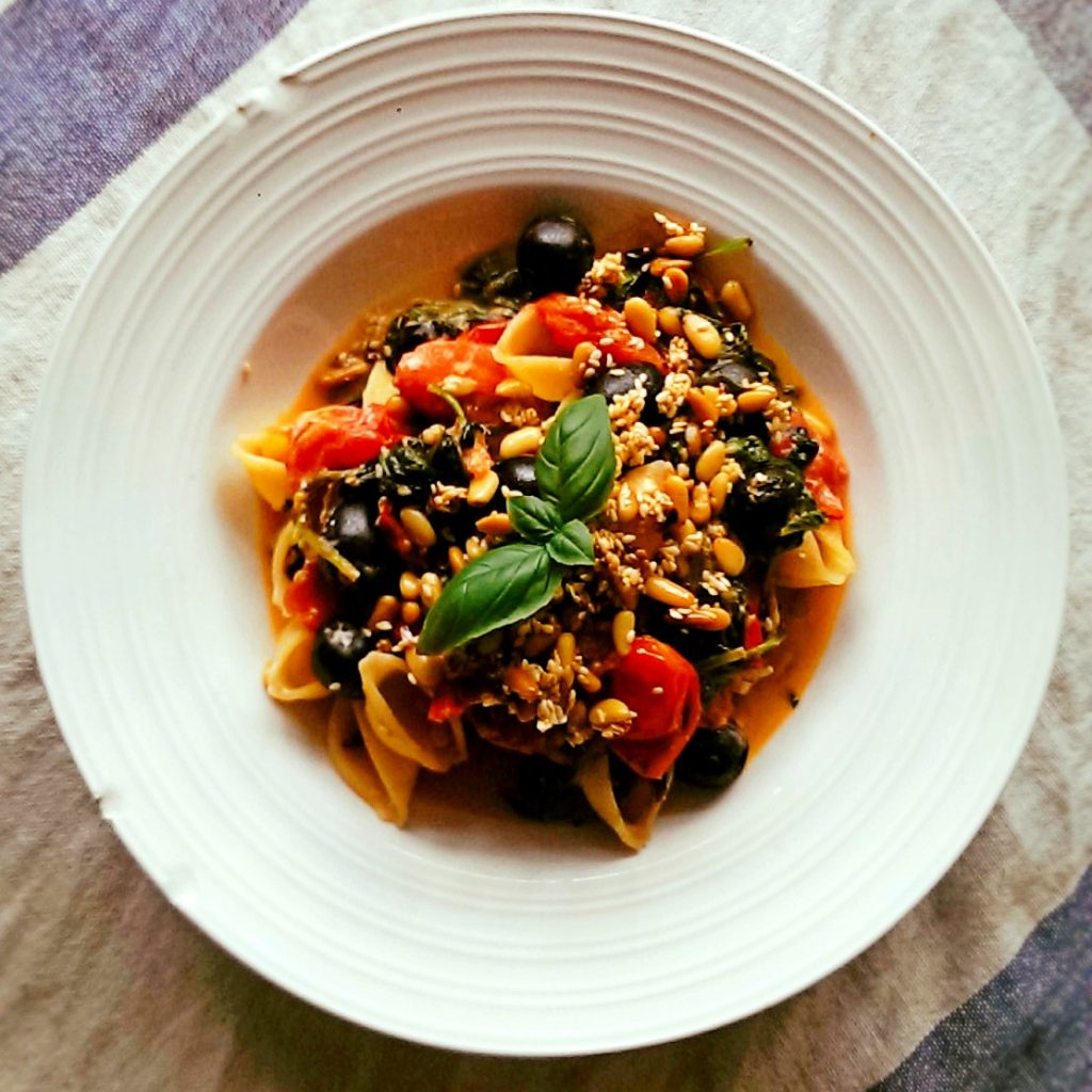 spinach-feta-olive-toasted-nut-seeds-pasta2