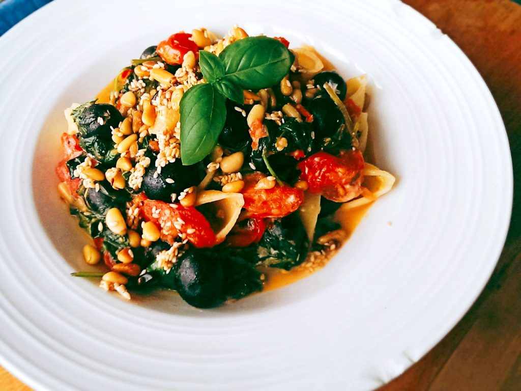spinach-feta-olive-toasted-nut-seeds-pasta3